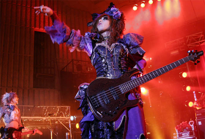 Jasmine You of Versailles, Visual Kei pretty boys, band makeup, J-rock outfits, best Visual Kei bands, coolest Versailles hair and costumes, Hizaki, yaoi, crossdressing in Japan